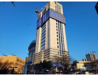 2021.02월  유리시공 및 석재 실리콘작업 및 옥상기계실 콘크리트 타설